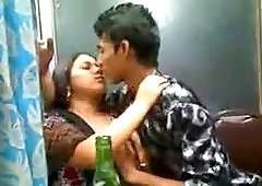Indian pair are drunk and additionally they love kissing
