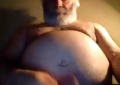 Hairy indecent NY daddy bear jerks off on online camera