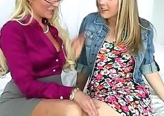 Aged Jennifer Best threeway with teens